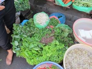 Vegetables and herbs market / Marché aux légumes et herbes