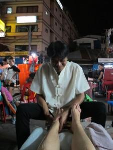Massage des pieds dans Khao San Road - Foot massage in Khao San Road