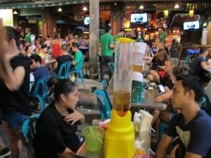 """A ce bar, les serveurs portaient un T-shirt """"nous ne vérifions pas les cartes d'identité""""...C'est pour dire! / In this bar the waitress were wearing T-shirt saying """"We don't check ID cards""""!"""